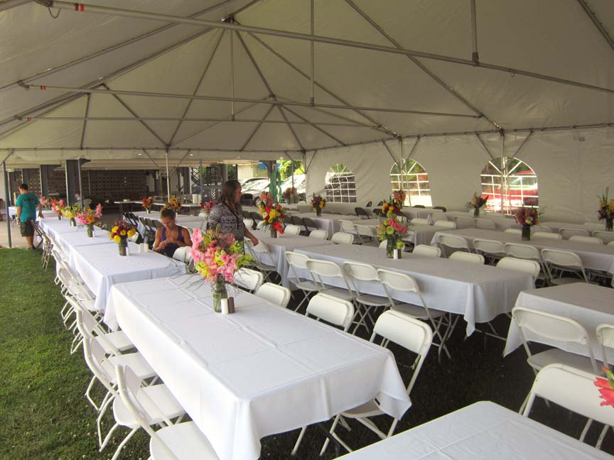 Showboat-Motel-Restaurant- Weddings inside tent view